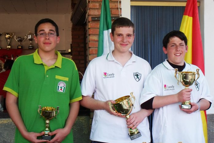 Podium-Juveniles-XV-Copa-Federación-de-bolo-andaluz