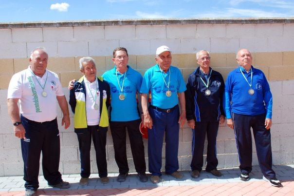 podium-veteranos-red